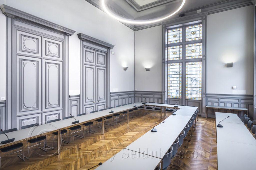 Photo des murs acoustiques colors de la salle des conseils de l'hôtel de ville de Poitiers