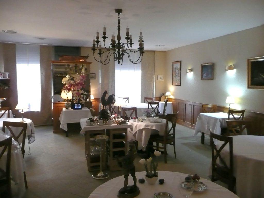 """Photo d'un plafond acoustique blanc une salle d""""un restaurant, La Toque blanche"""