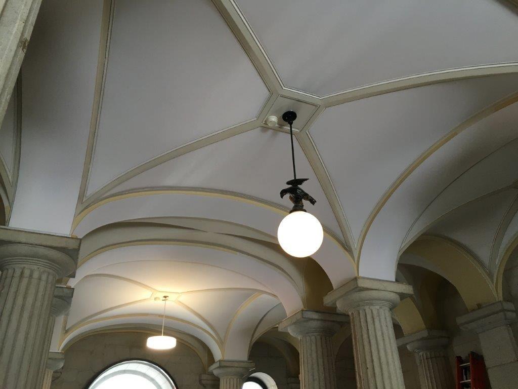 Photo des plafonds acoustiques d'une chapelle à Neuchatel, Suisse