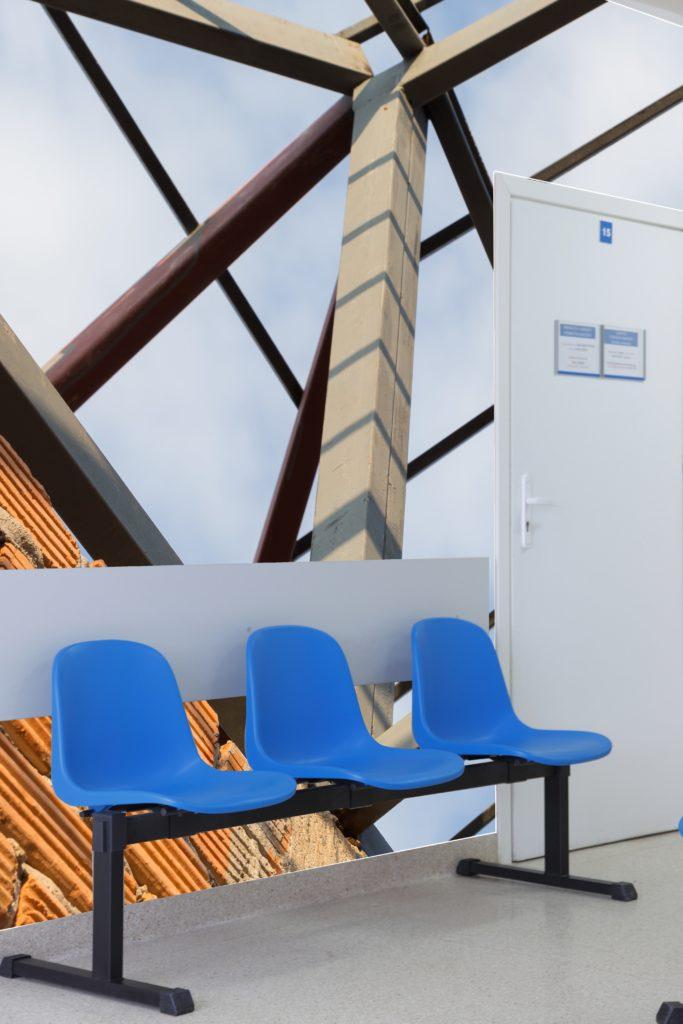 photo d'un mur imprimé d'une vue de verrière moderne sur un mur de salle d'attente