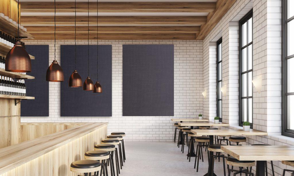 Photo de cadres acoustiques imprimés bleu jeans en fixation mural dans un restaurant