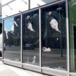 photo de cadre décoratifs suspendus par le haut avec des visuels de femmes japonaises