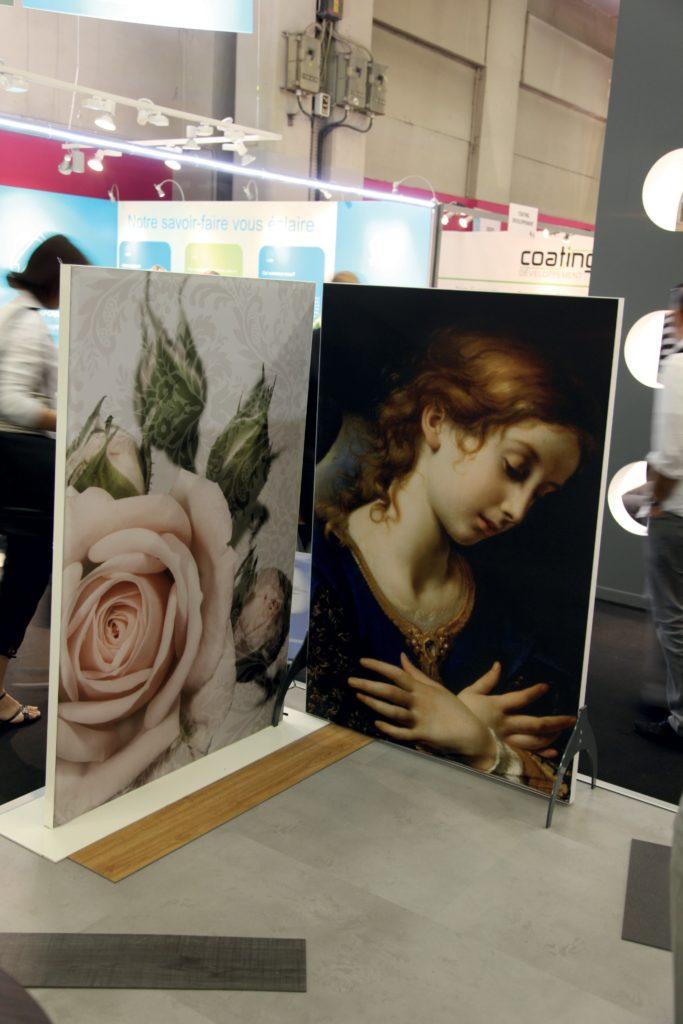 photo de deux cadres décoratifs sur pieds avec un visuel d'une rose et d'un ange