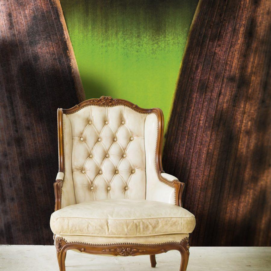 Photo d'un mur imprimé avec un visuel Bambou par Jean Du Boisberranger avec un fauteuil devant
