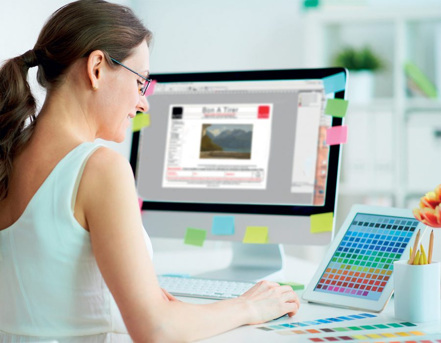 Photo d'une dame travaillant sur ordinateur